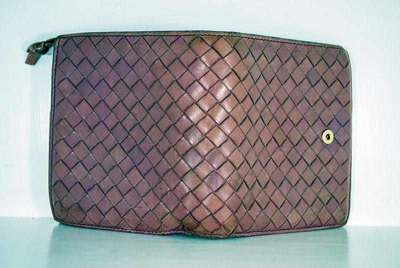 ボッテガヴェネタの財布・クリーニング修理事例作業前