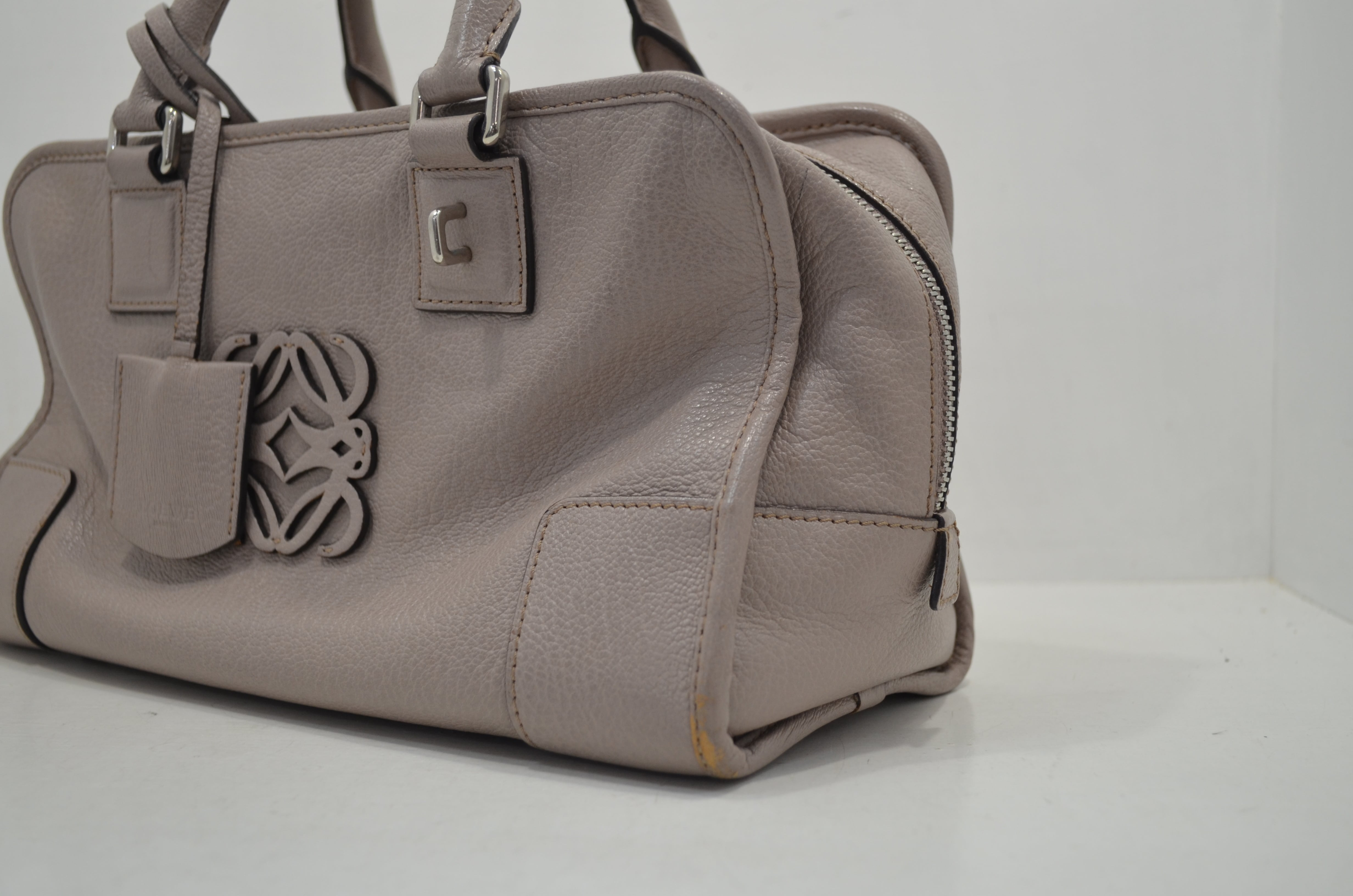 ロエベloeweの鞄(バッグ)のクリーニング・補色の作業前