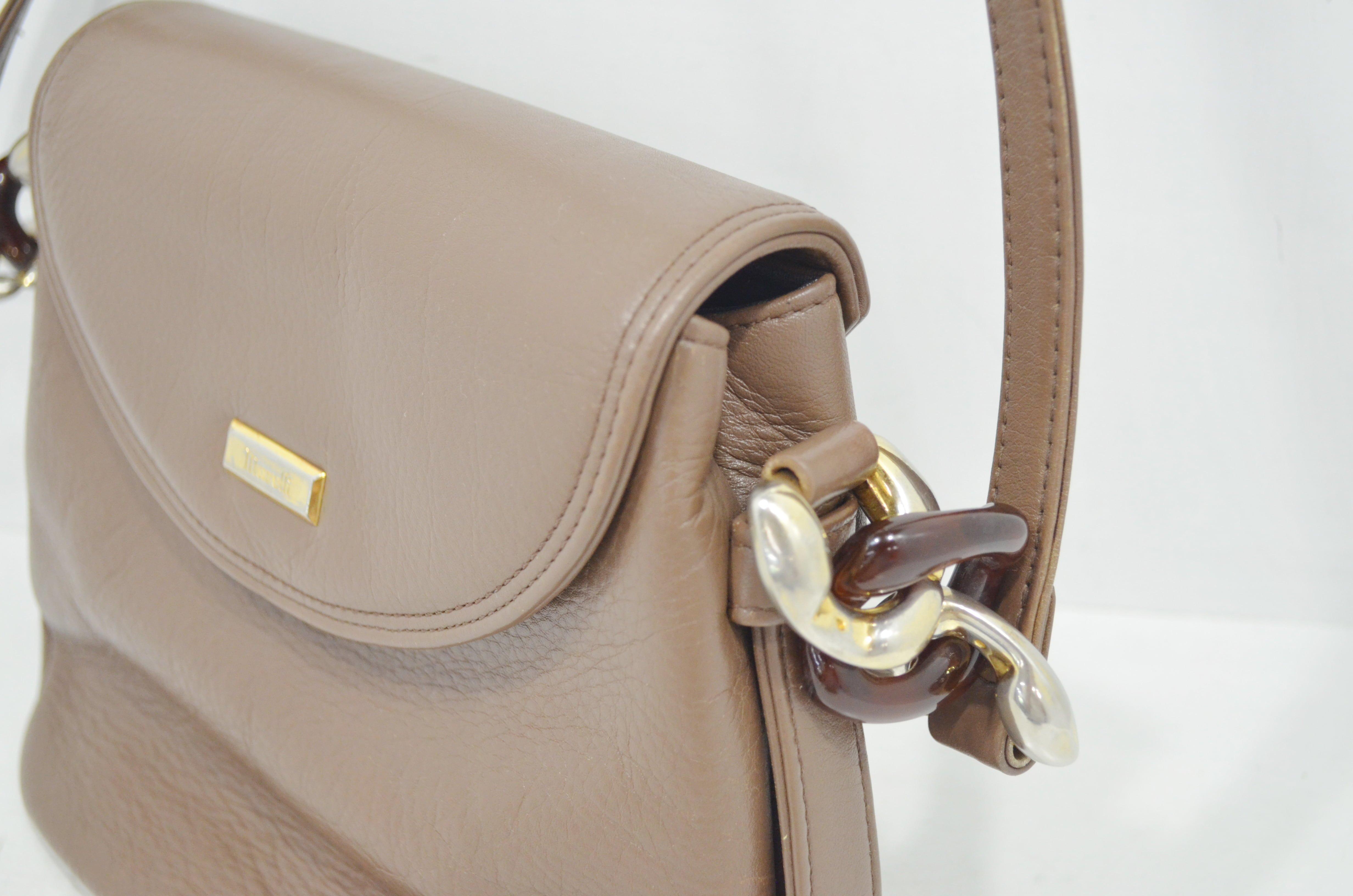 マレリーの鞄・バッグのクリーニング作業例側面