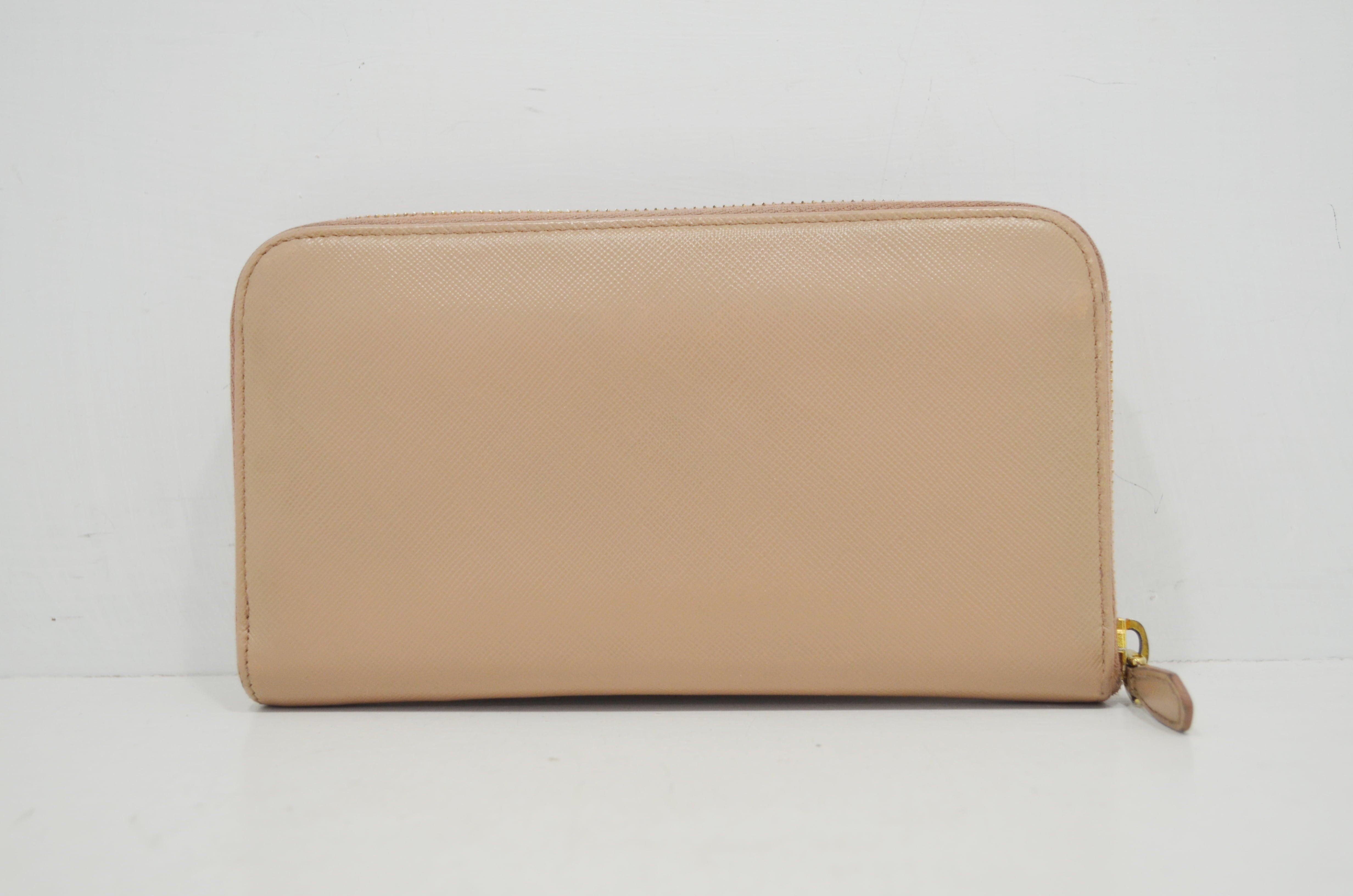 プラダ(PRADA)の財布のクリーニング作業例背面ークリーニング後