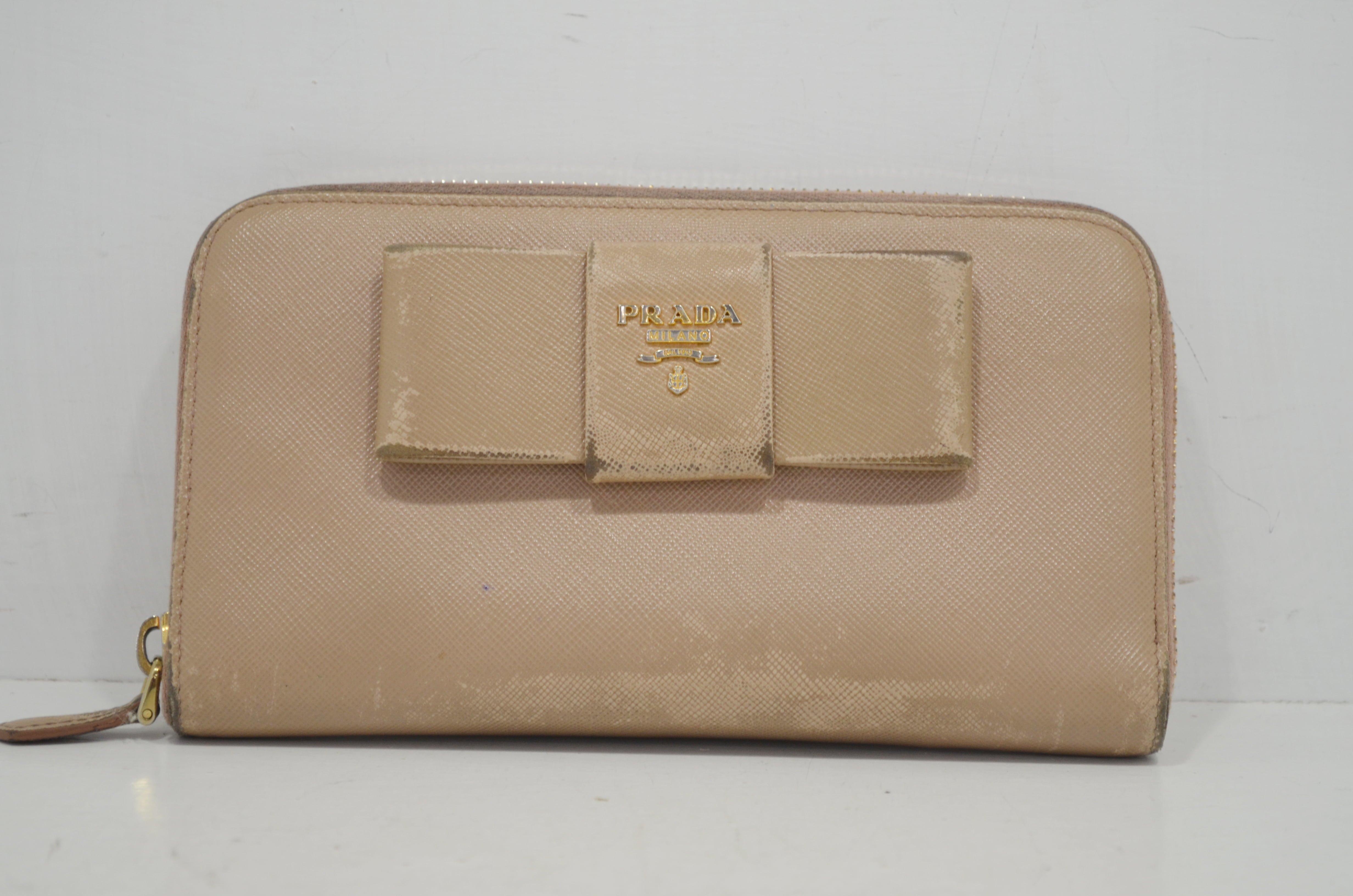 プラダ(PRADA)の財布のクリーニング作業例ークリーニング前
