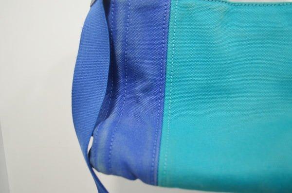 プラダ_カナパのバッグのクリーニング染色補正前(右側アップ)