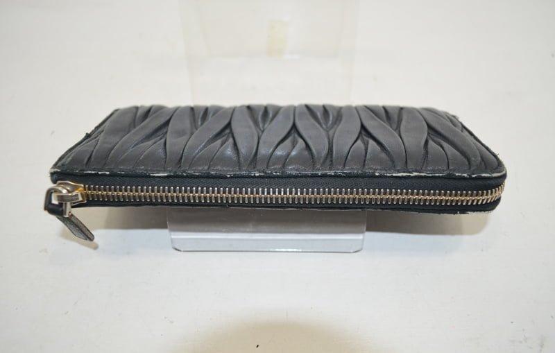 miumiu(ミュウミュウ)の財布の修理・クリーニング事例画像(作業前)