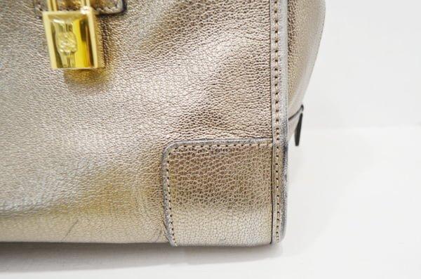 ロエベのバッグのクリーニング事例角のアップ