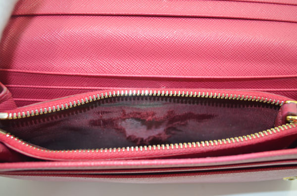 プラダの財布の修理事例