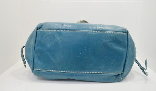 フランチェスコ・ビアジアのバッグの底面のクリーニング前の画像