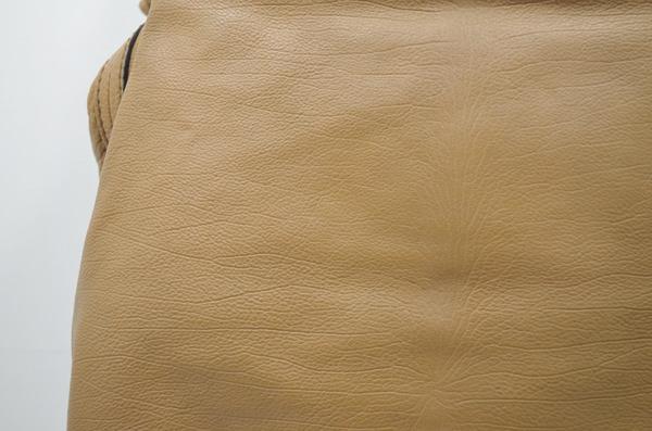 クロエの鞄の染み抜きクリーニング後の画像