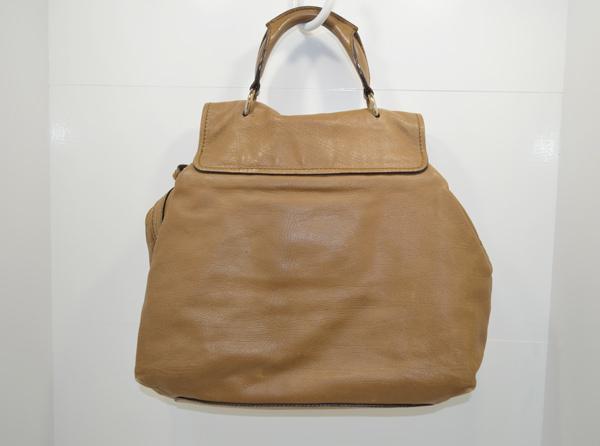 クロエのバッグのクリーニング前の画像(背面)