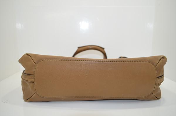 クロエのバッグの底面のクリーニング