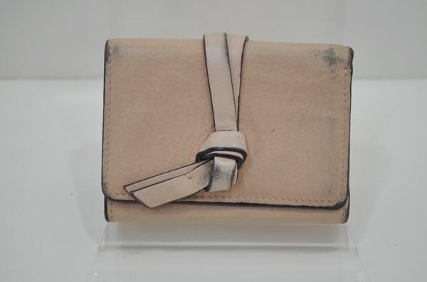 クロエの財布・クリーニング前の画像(四隅が黒ずんでいる)