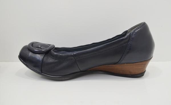 婦人靴のクリーニング作業後
